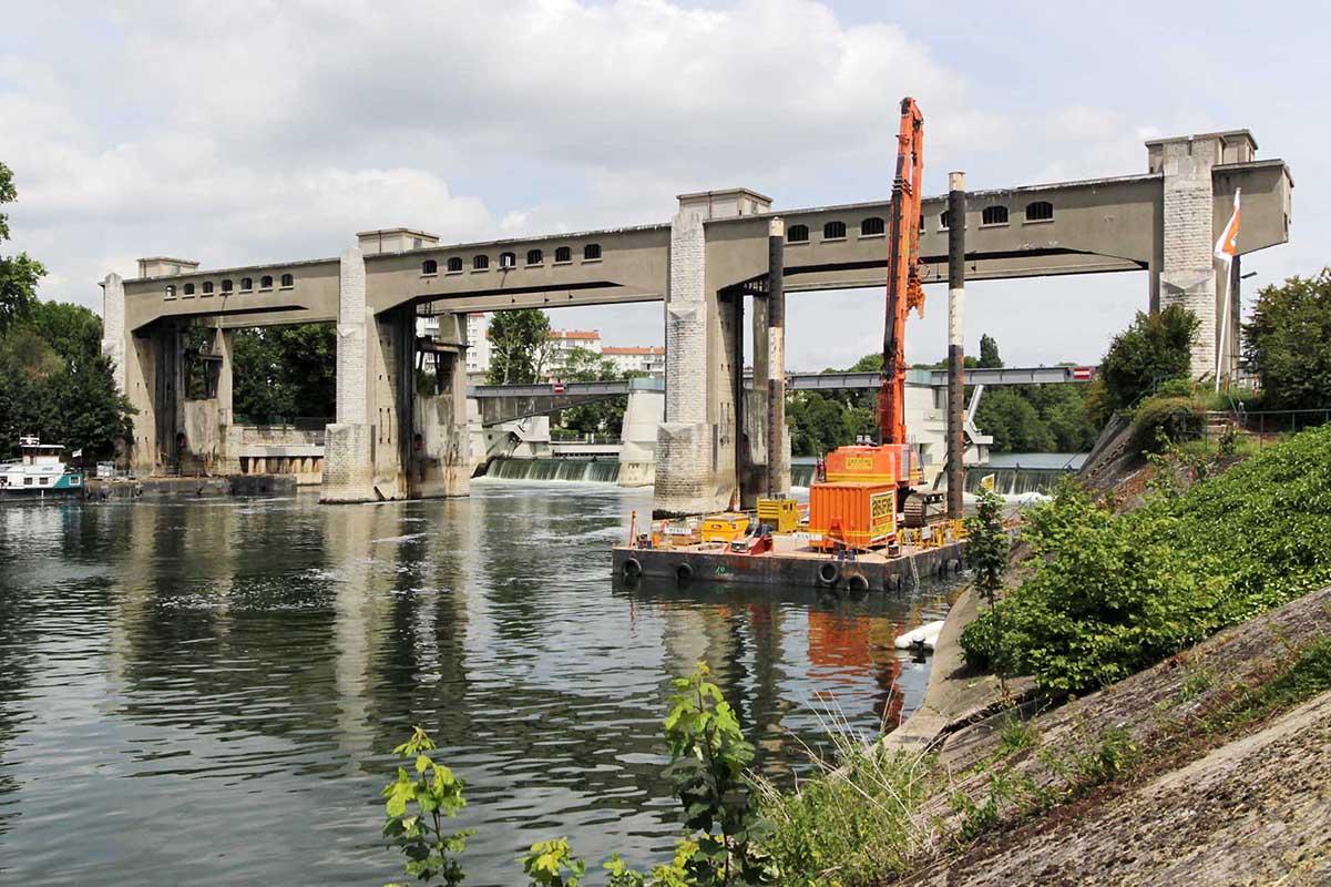 Chantier de démolition timelapse barrage