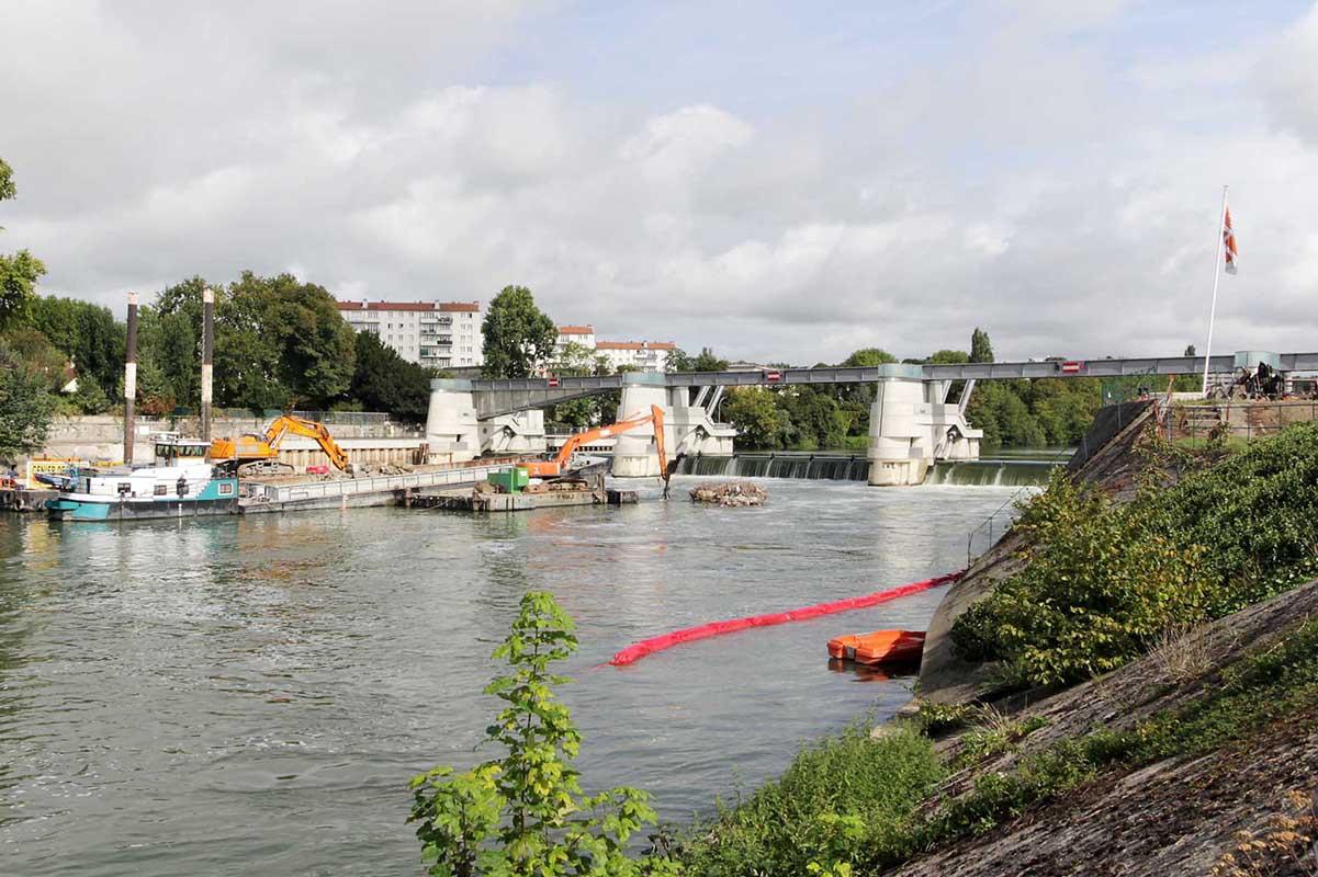 Chantier de démolition barrage timelapse