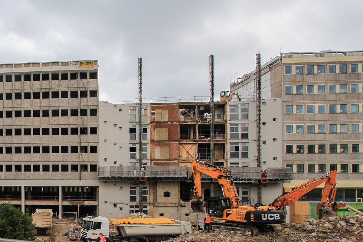 time-lapse-demolition-hopital-begin